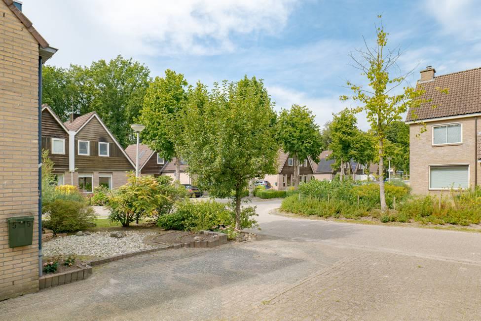 Steffensberg 55, Drenthe, 1984 Slaapkamers Slaapkamers, ,4 BadkamerBadkamer,Twee onder een kap,Te koop,Steffensberg,2,1228