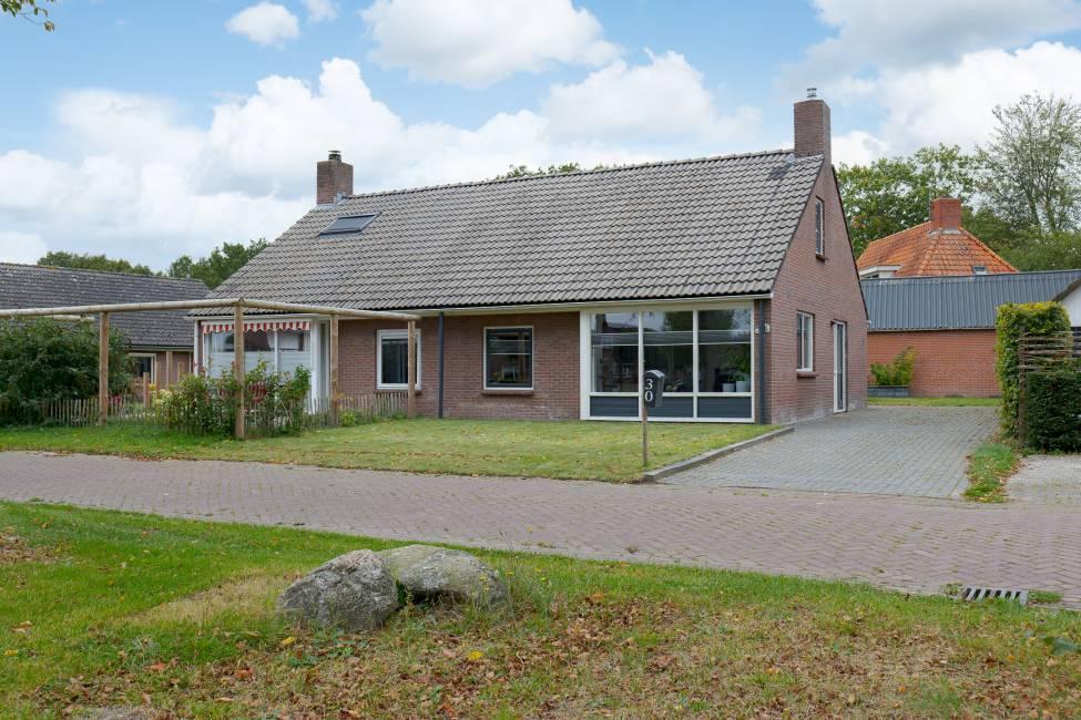Kruisboomlaan 30, Drenthe, 1972 Slaapkamers Slaapkamers, ,4 BadkamerBadkamer,Twee onder een kap,Te koop,Kruisboomlaan,2,1235